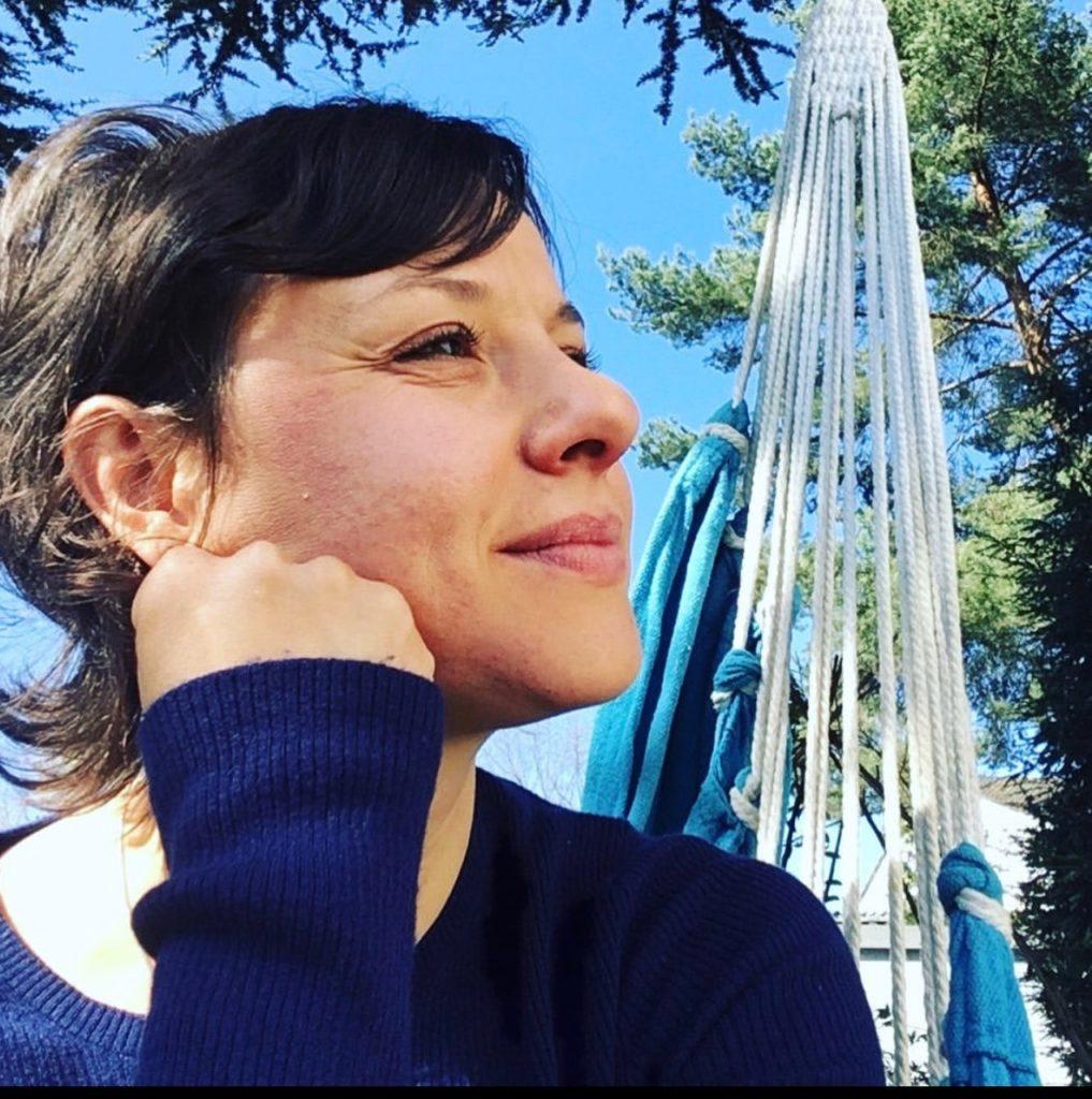 Manuela Festl - Linguistin und Visionärin einer gewaltfreien Welt. www.sprachzeichen.de